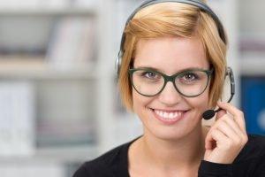Gibt es Headsets für Brillenträger?