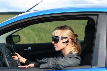 Telefonieren im Auto – so ist es legal
